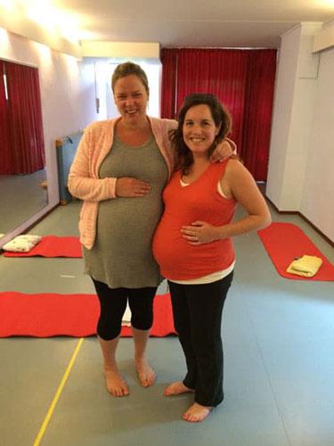 Eva en Eva zwanger