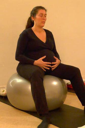 Zwanger vrouw tijdens zwangerschapsyoga